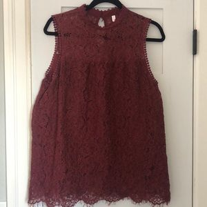 Burgundy lace sleeveless shirt